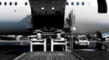 Transport lotniczy – plusy i minusy