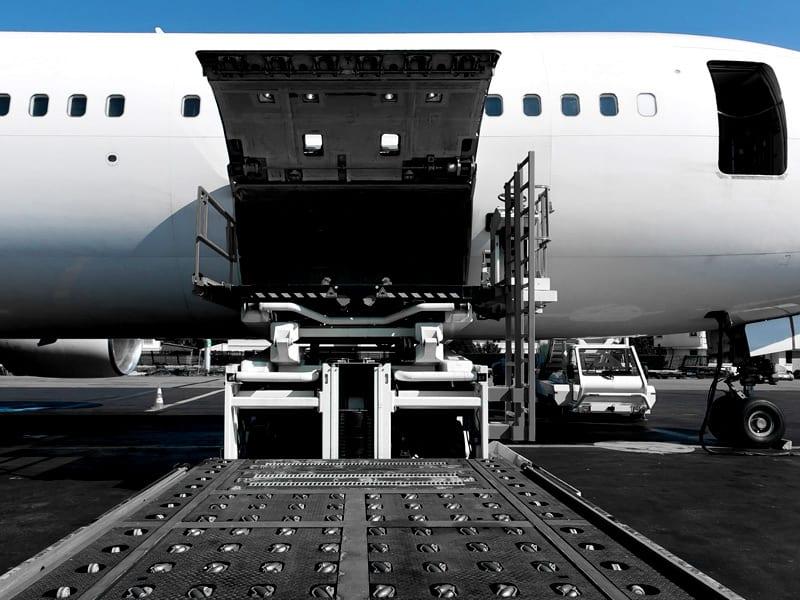 Transport lotniczy - plusy i minusy