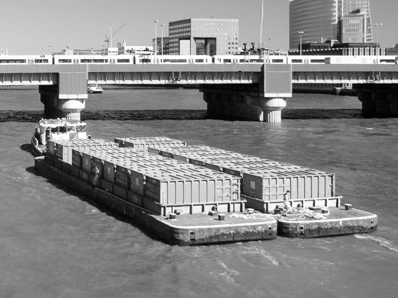 Rzeczny transport kontenerów